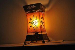 Tischlampe XENIA Wohnansicht bei Nacht
