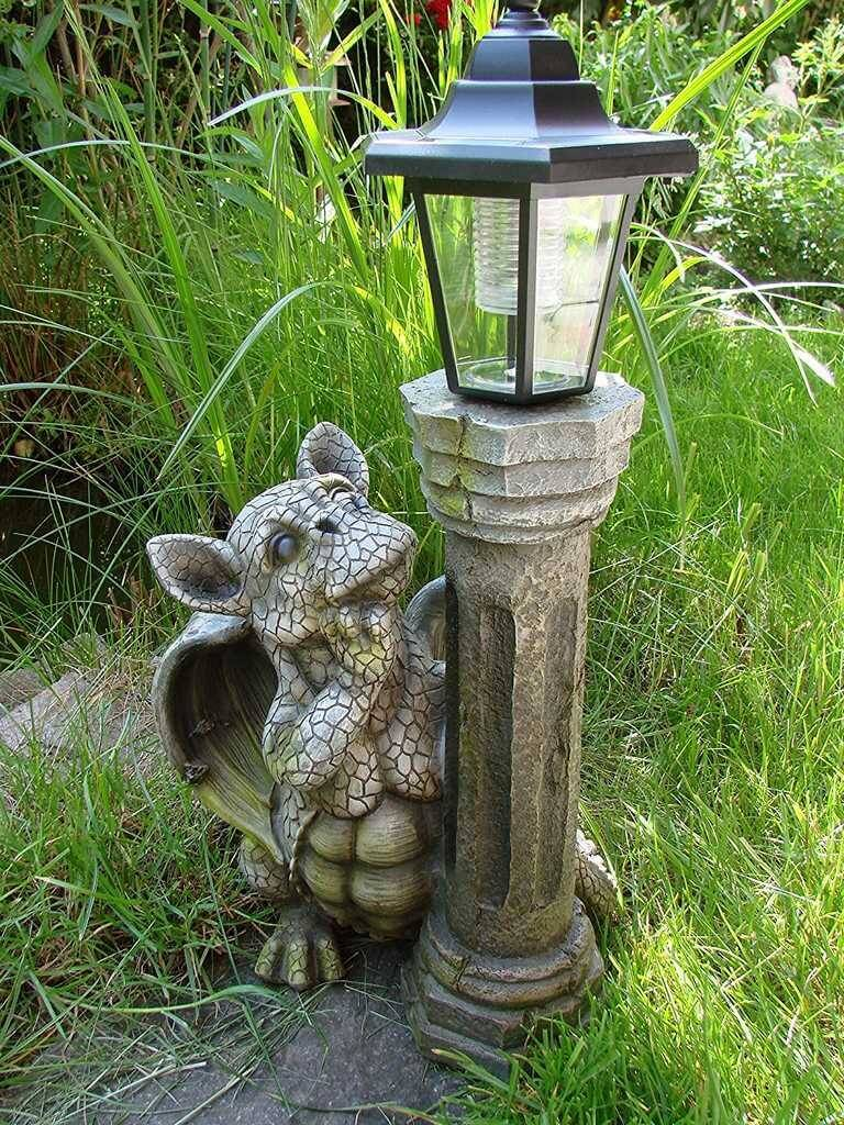 Drachen Gartenfigur mit Solarlampe