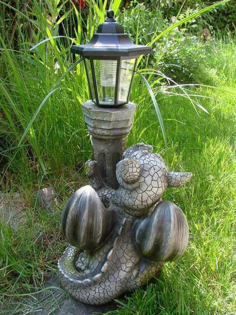 Gartenfigur Drachenkind Rückseite