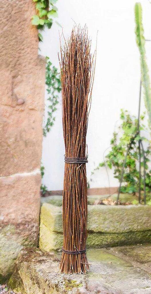 Deko Zweige Weidenbündel Außenansicht